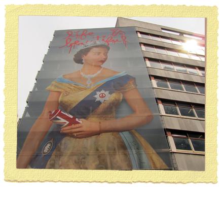 גרפיטי של המלכה - אומנות רחוב בלונדון , Mr. Brainwash